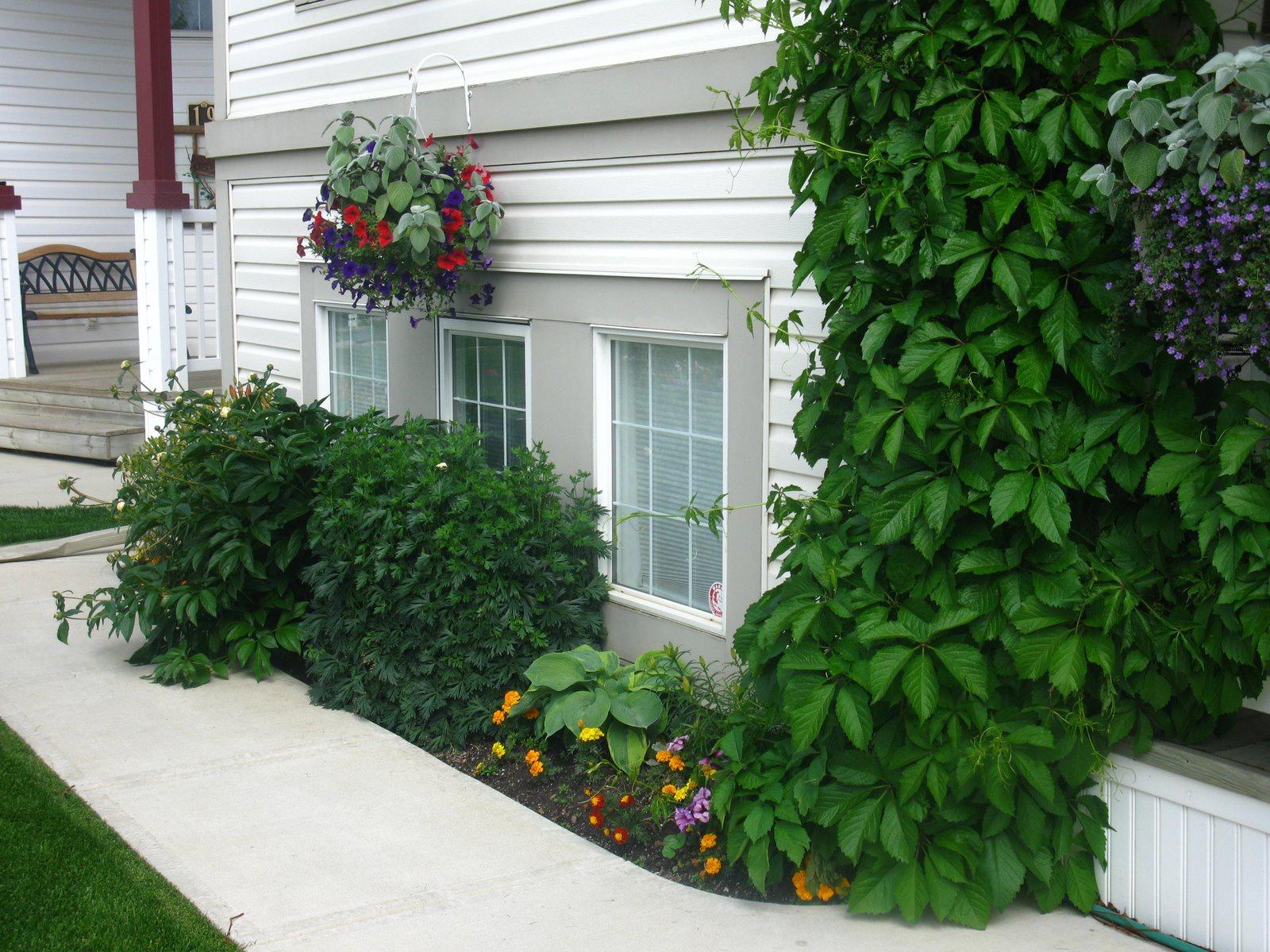 Ландшафтный дизайн: Цветы и клумбы: Вертикальные клумбы своими руками - великолепное украшение дачи
