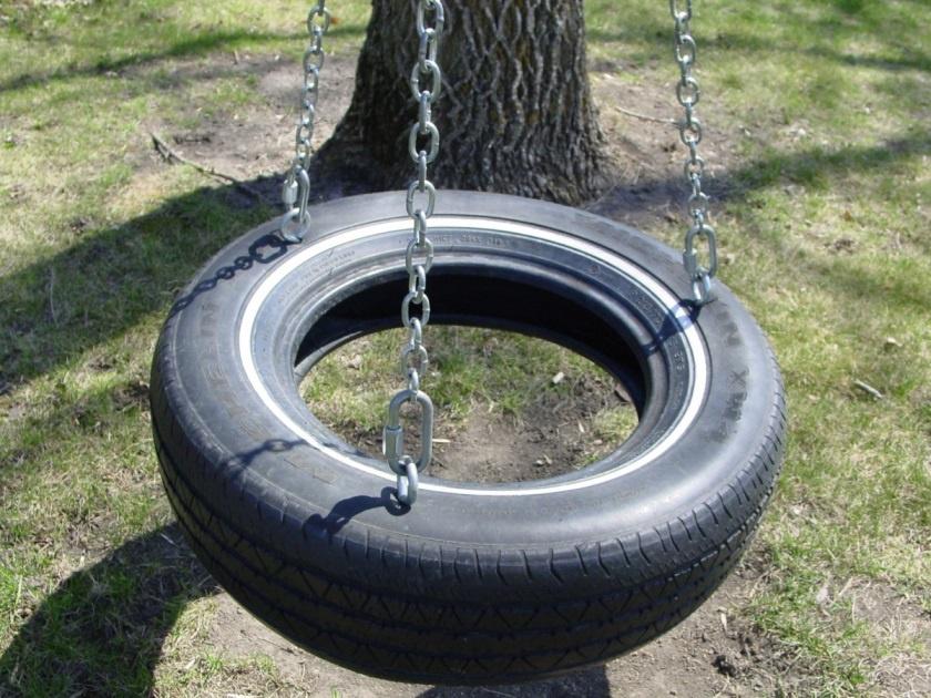 Обустройство: Поделки из шин для дачи