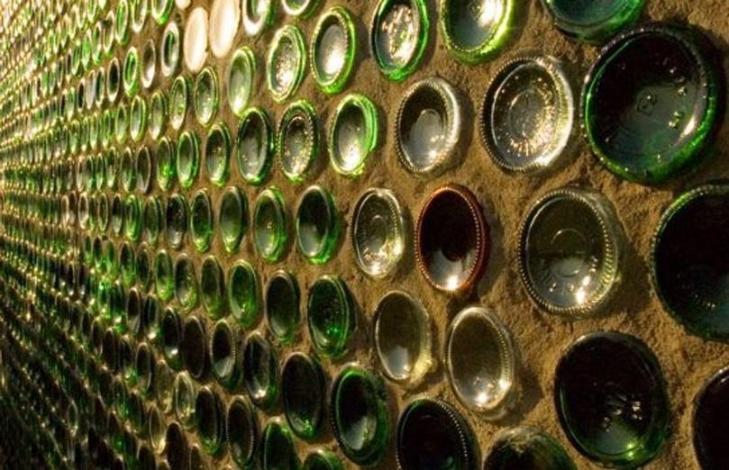 Обустройство: Стена из бутылок