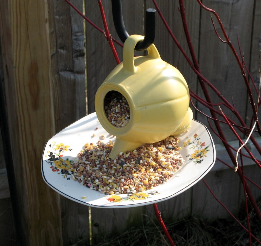 Обустройство: Оригинальная кормушка для птиц