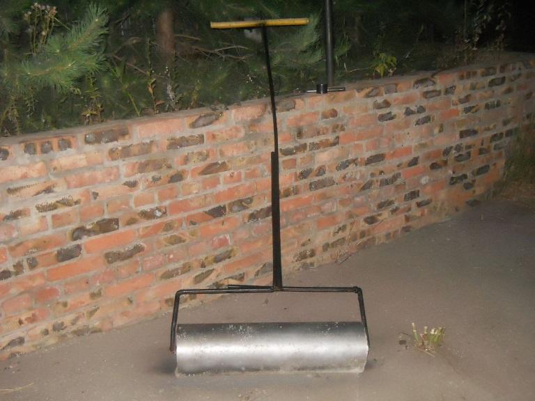 Техника и инструменты для дачи: Каток для газона