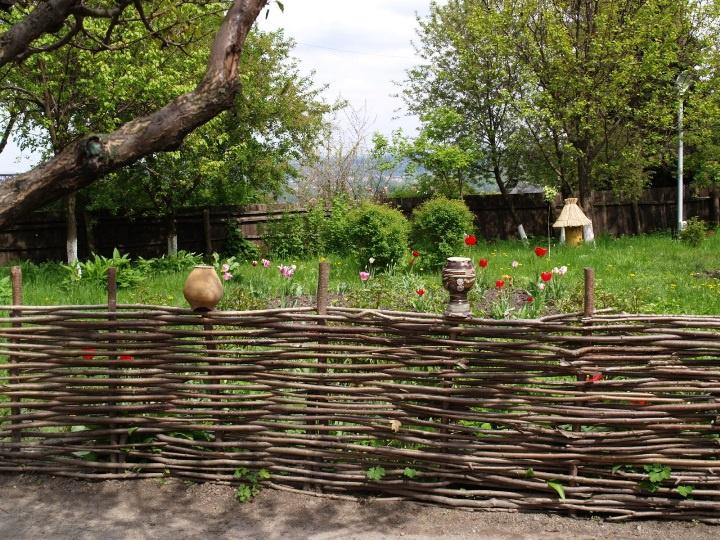 Обустройство: Плетеный забор