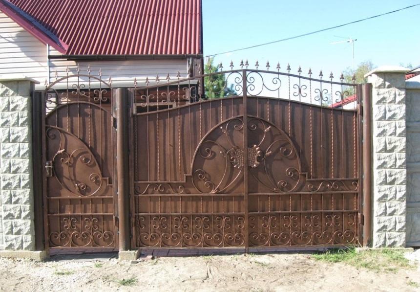 Обустройство: Металлические ворота
