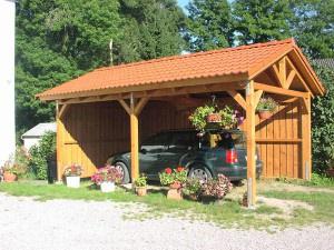 Обустройство: Деревянный навес для автомобиля