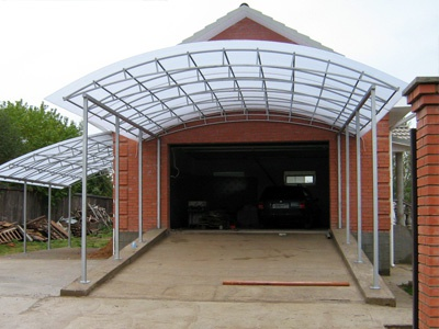 Обустройство: Навес для автомобиля из поликарбоната