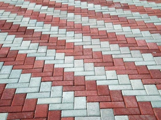 Обустройство: Тротуарная плитка в разбежку