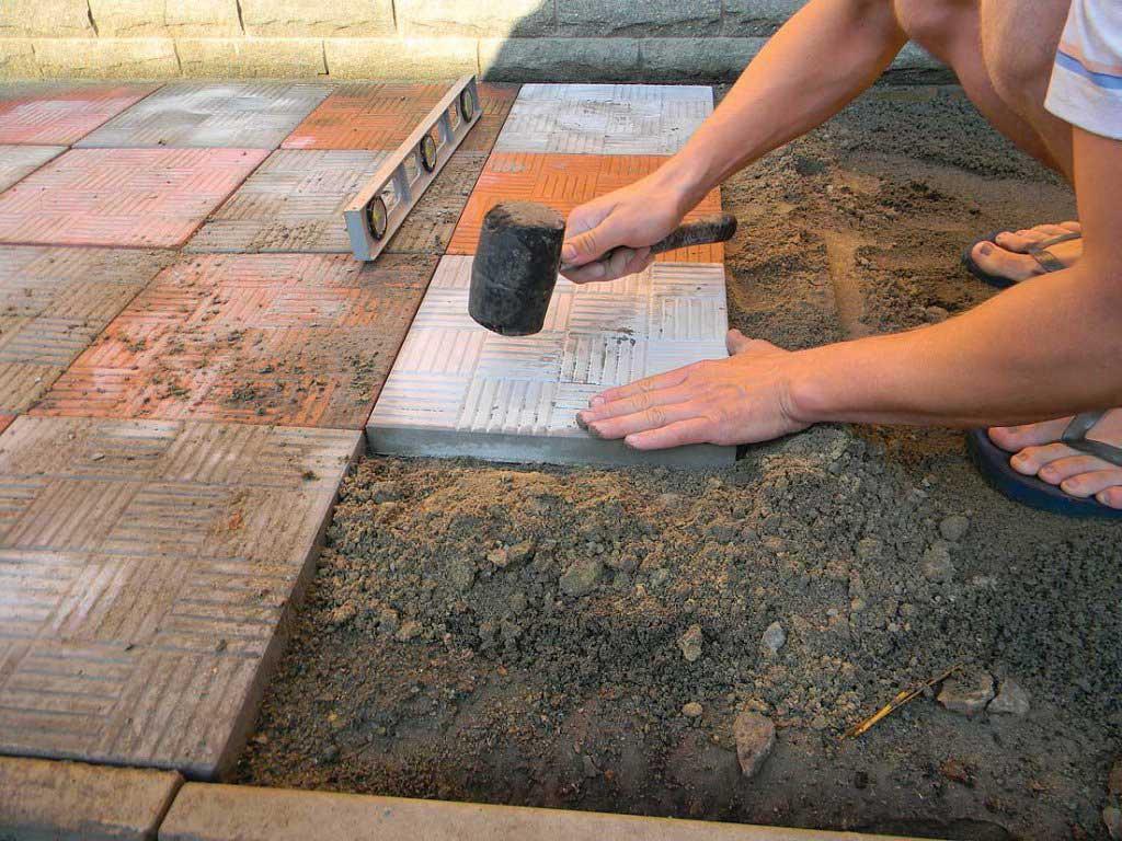 Обустройство: Монтаж тротуарной плитки