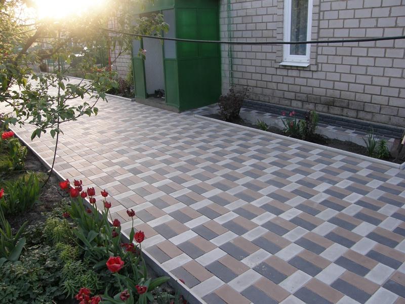 Обустройство: Тротуарное полотно на даче