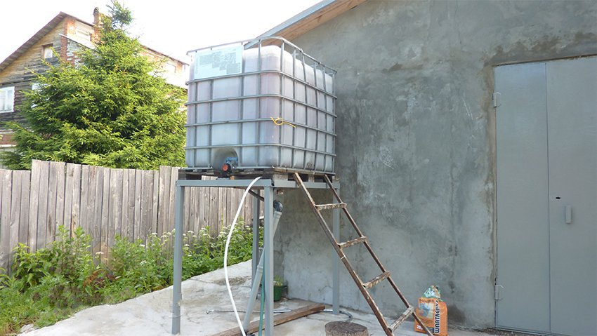 Техника и инструменты для дачи: Установка емкости для капельного полива