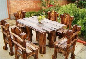 Обустройство: деревянный стол для бани